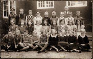 Klemensker vestre skole 1934. Anna Margrethe nr.2 i første række